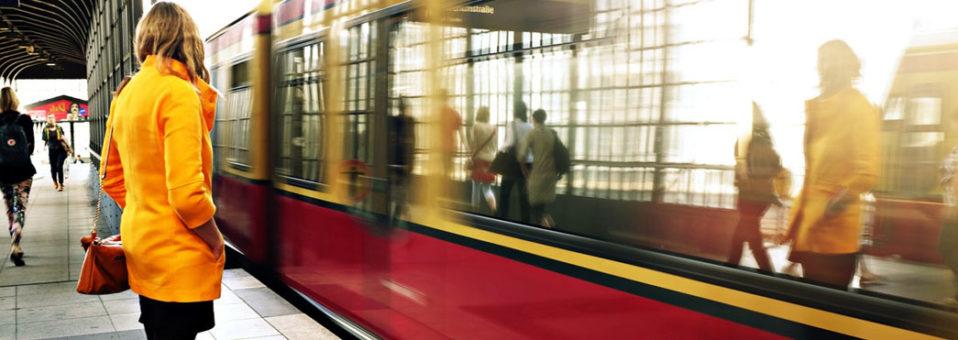 Sárközi Erika Nilla: Idegen a peronon